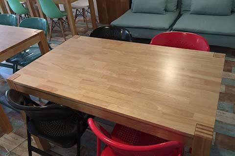 作業がしやすい大テーブル
