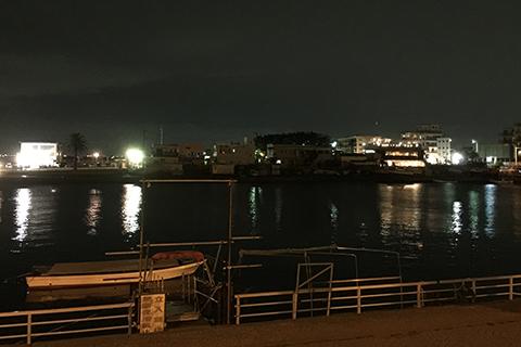 静まり返った江ノ島の海