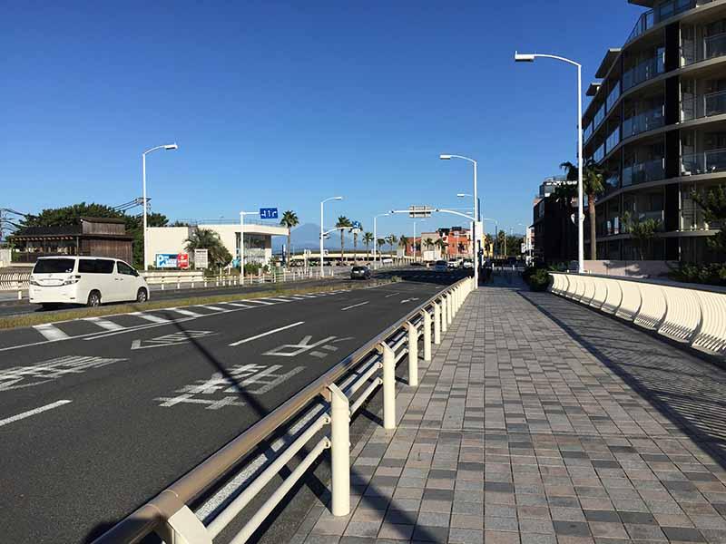 江ノ島を望む134号線