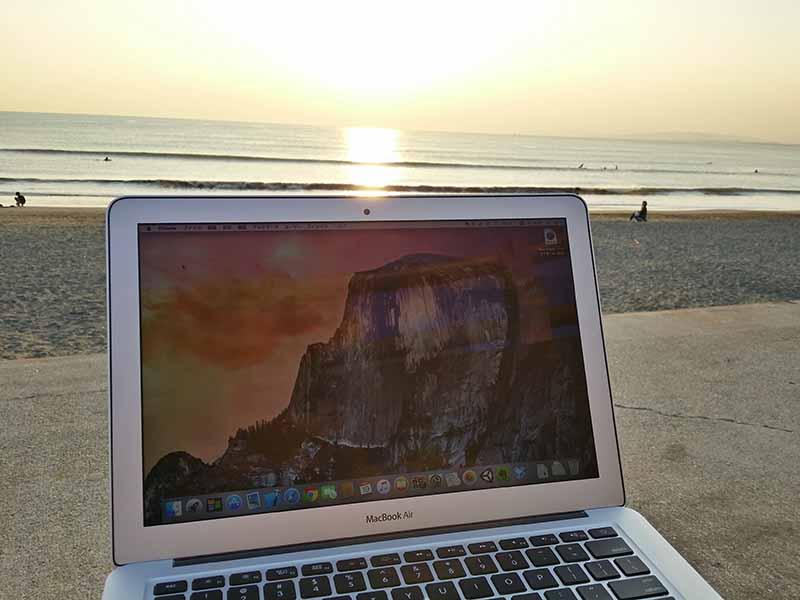 夕日が綺麗なので江ノ島の海辺で野外(屋外)ノマドしたら、仕事の効率が上がった