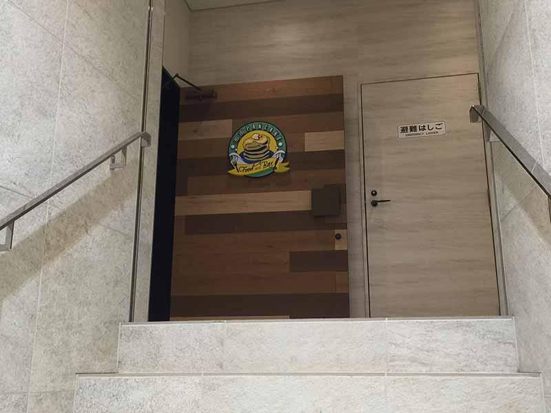 スタバ江ノ島の脇の階段を上がると