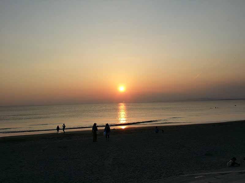 ああ夕日が海に落ちて行く・・・