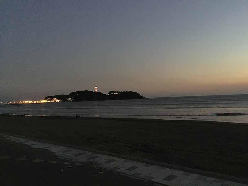 夕暮れ時の江ノ島