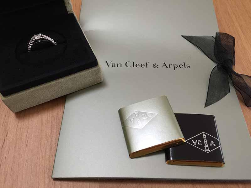 【ヴァン クリーフ&アーペル】の婚約指輪とチョコ
