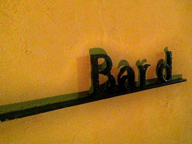 江ノ島で唯一の大人向けの落ち着いたバー【Bar d(バード)】で癒される