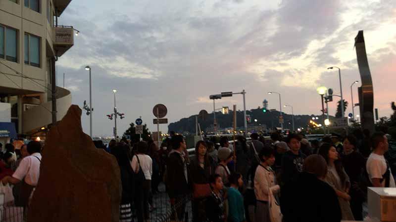 駅から西浜花火会場まで大混雑