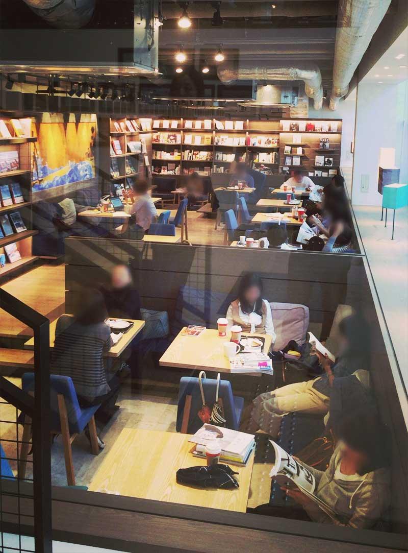 購入前の本が読めるブックカフェ