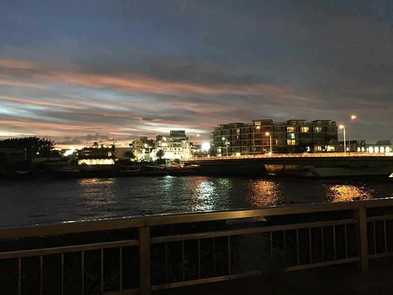 港の夜景が綺麗にライトアップ