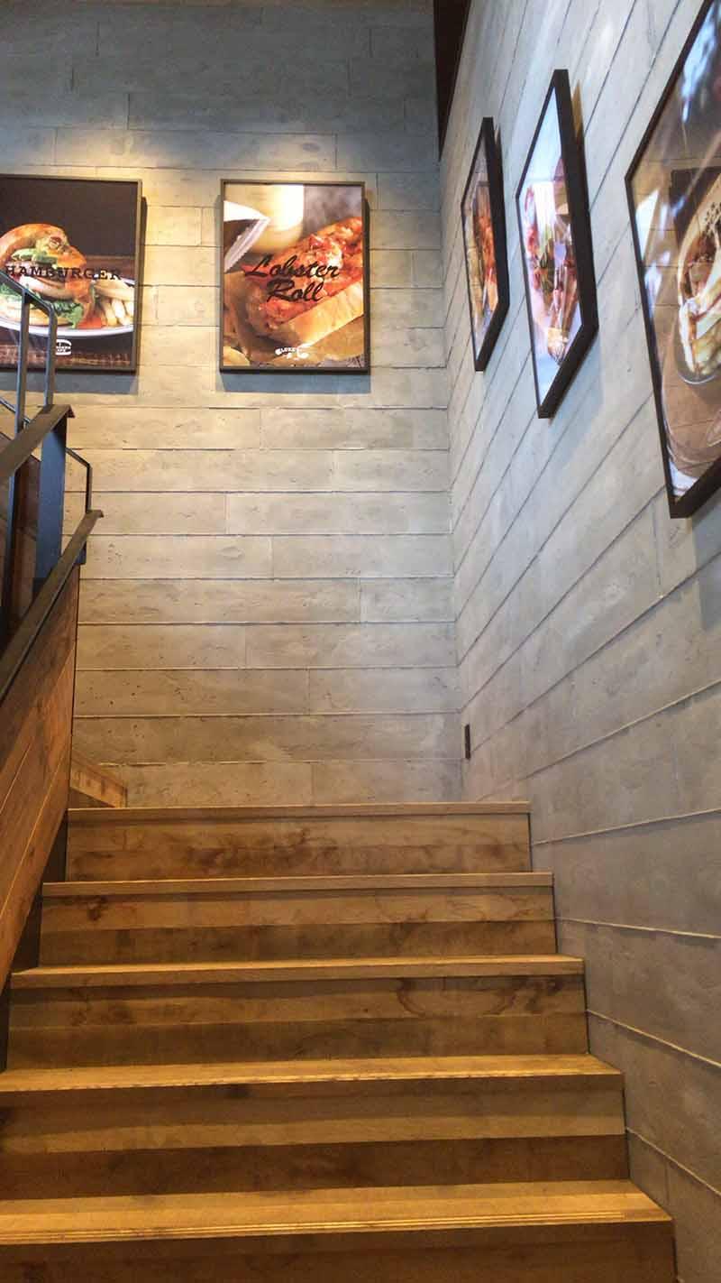 2階へ上がると