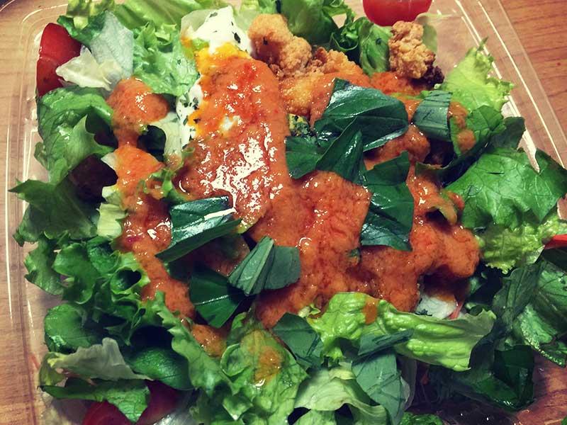 トマトソースのサラダも美味しい
