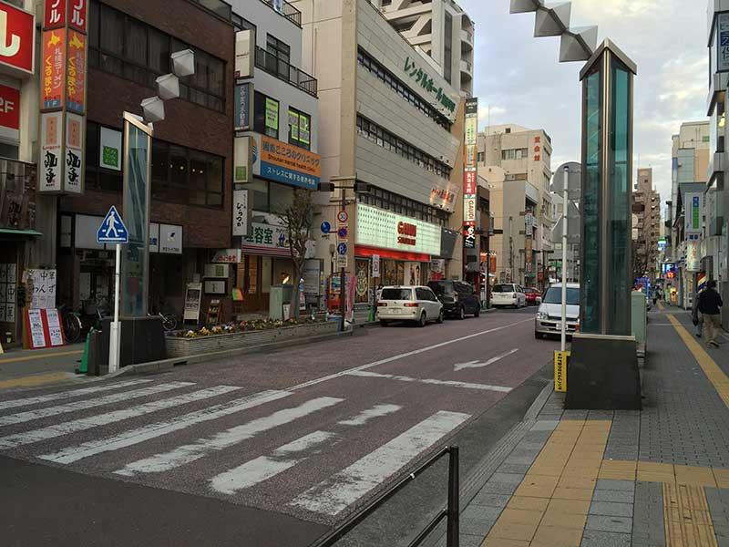 平塚駅北口のロータリーを抜けて