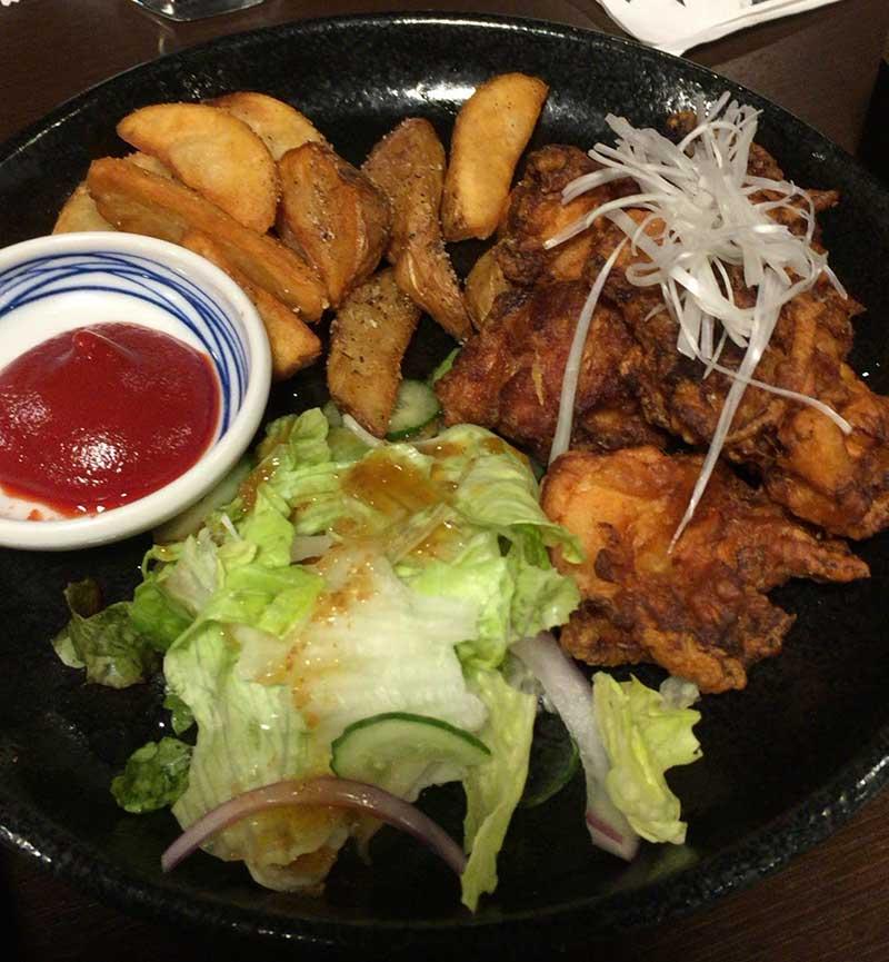 赤鶏の唐揚げもカリカリで美味