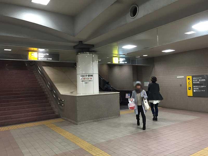 湘南台駅西口を上がり