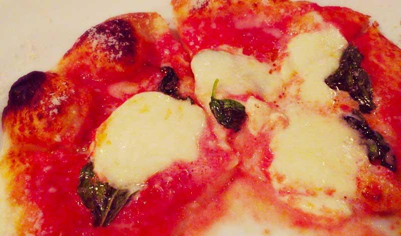 アツアツの絶品ピザ