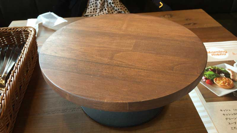 ターブルの上のミニ丸テーブル