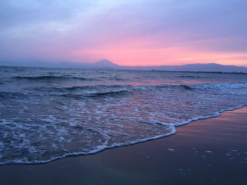 夕日がかかる富士山