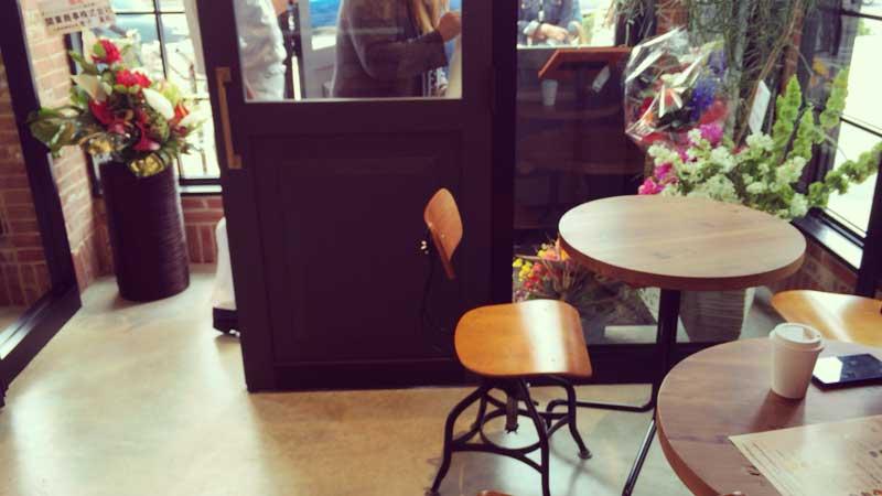 1階のミニテーブル席