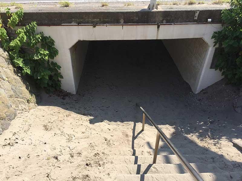 道路の下をぬけるトンネル