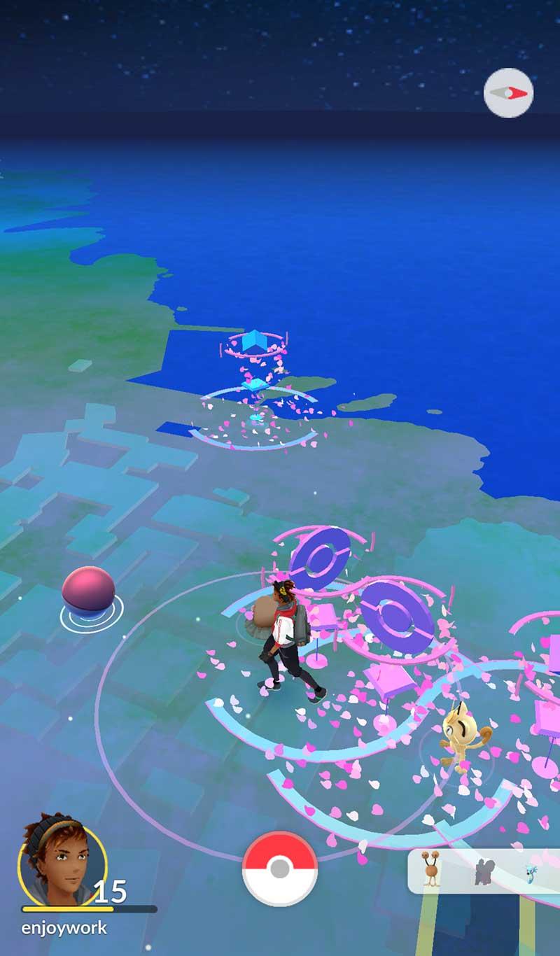 桜舞い散る大盛況の江ノ島