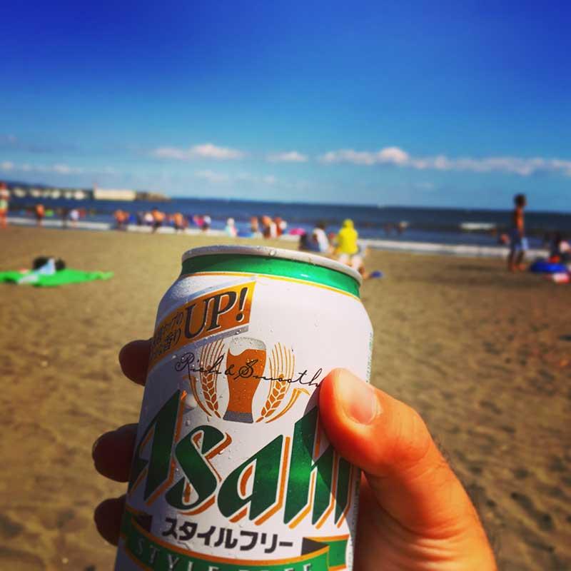 浜辺でビールが最高です