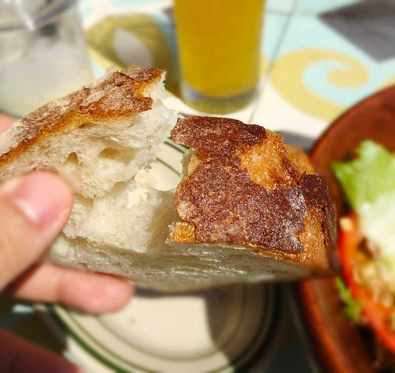 パンは表面カリカリ中もっちり