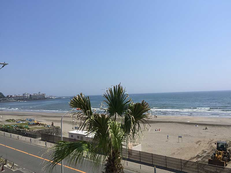 今日は平日なので砂浜も空いててのんびりムード