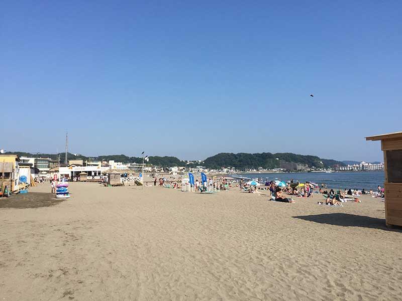 隣の由比ヶ浜も今日は静かです