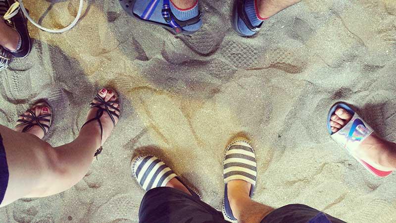 下は砂浜です