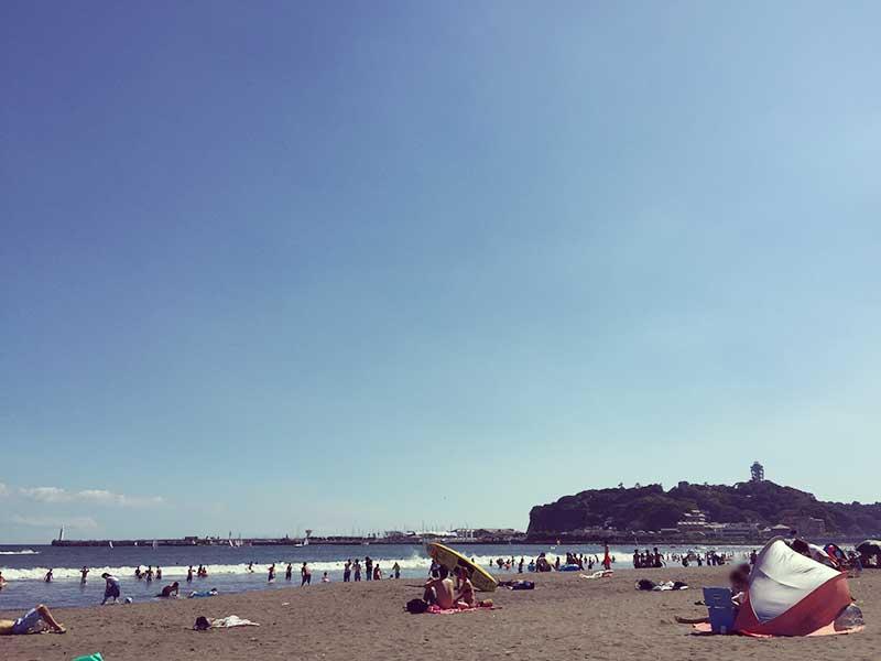 夏のハイシーズンにもかかわらず閑散とした片瀬東浜夏のハイシーズンにもかかわらず閑散とした片瀬東浜