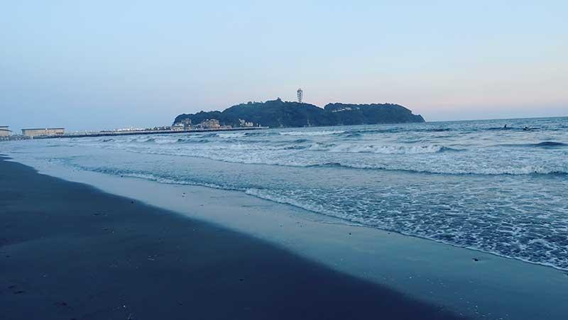 江ノ島を眺めつつ