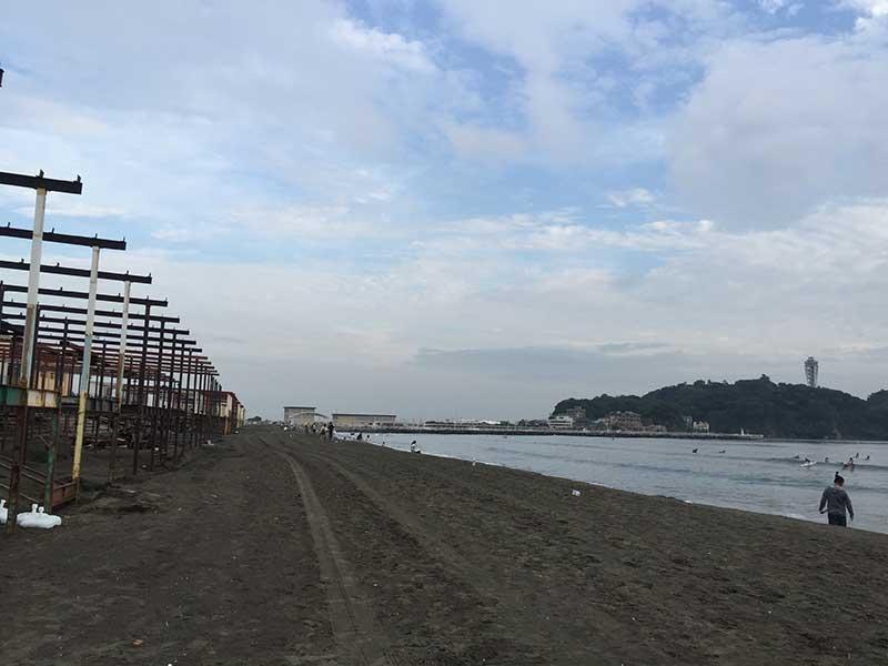 海の家の名残が残る江ノ島海岸