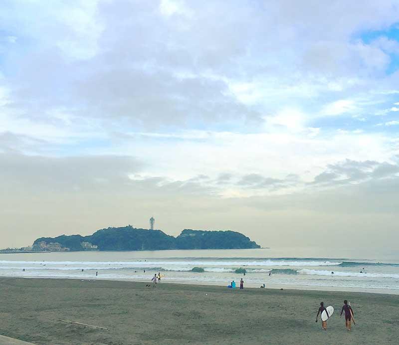 浜辺を散歩するも良し