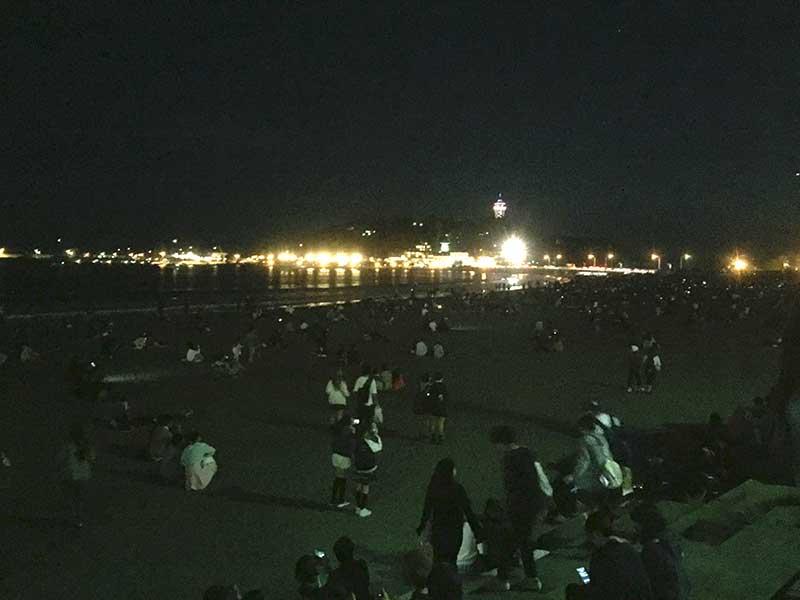 砂浜の人はまばらでいい距離感を保てます