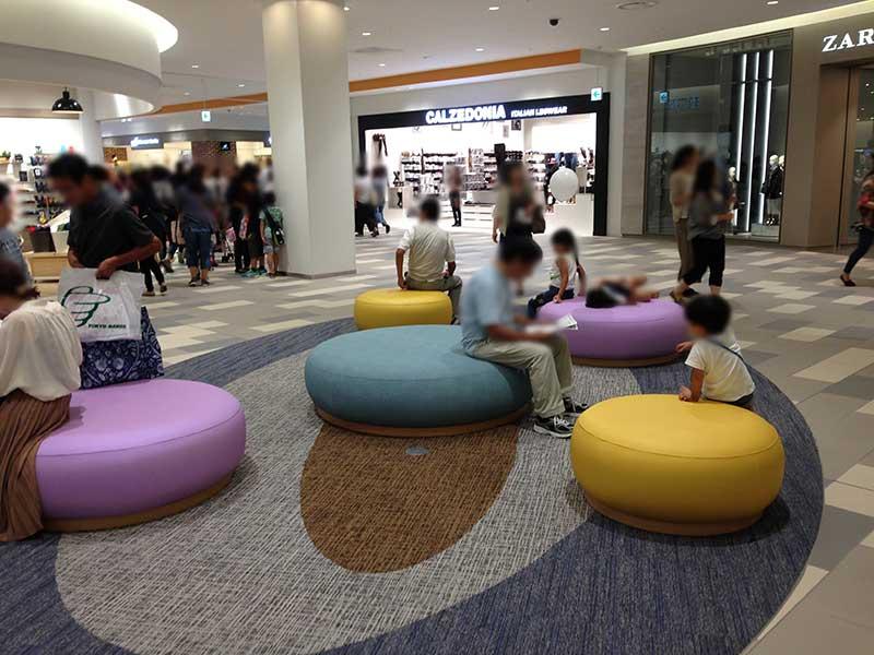 子供が集まりやすい丸っこいソファー