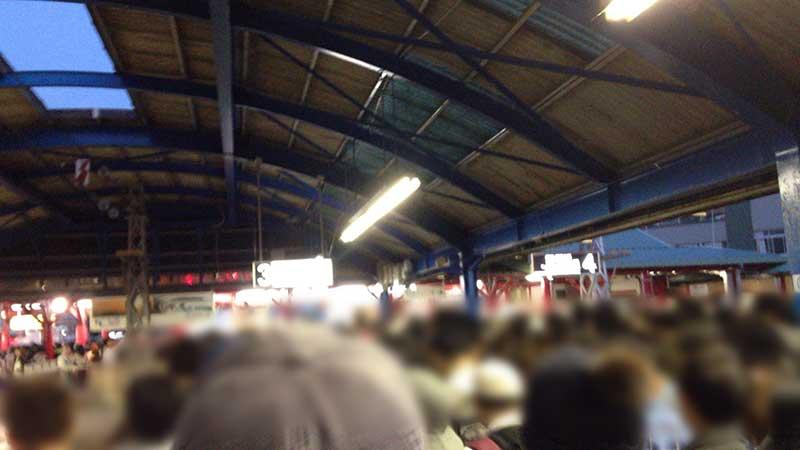 大混雑の藤沢駅