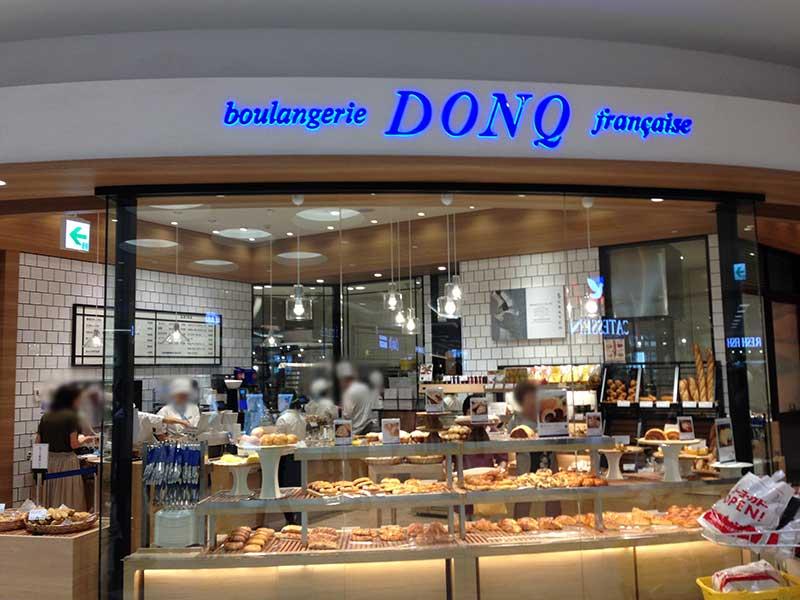 焼き立てパンが香ばしい「DONQ」