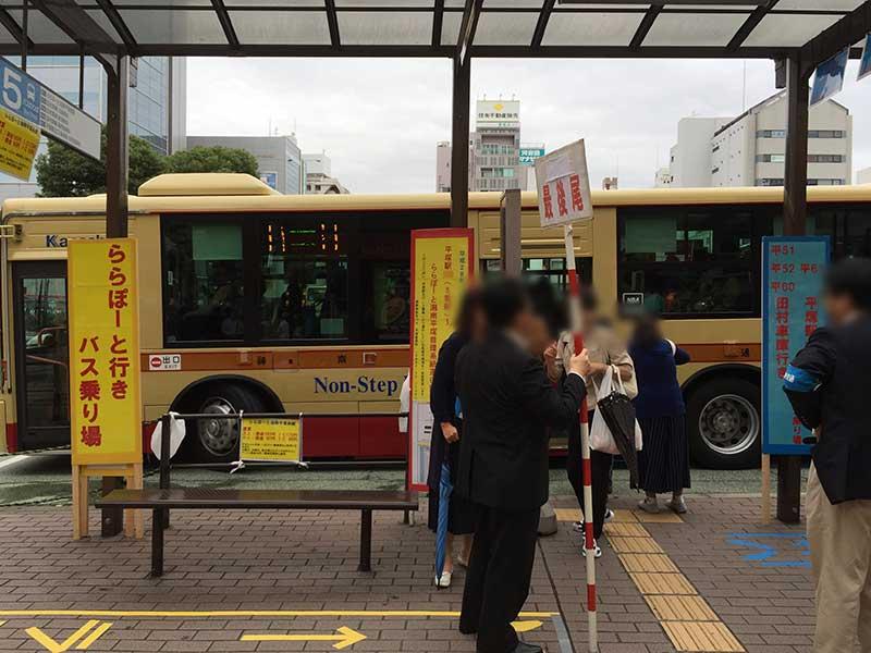 ららぽーと行きのバス停も並んでいます