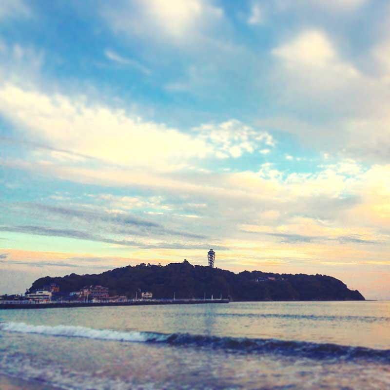 江ノ島の上空にかかる秋の雲