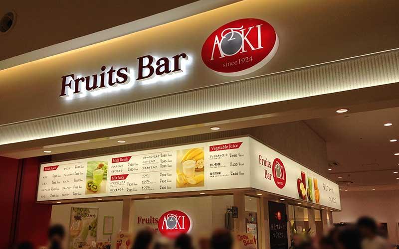 同じブースにあるフルーツジュースのお店も大人気