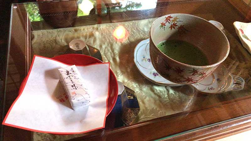 抹茶と和菓子のセット(700円)