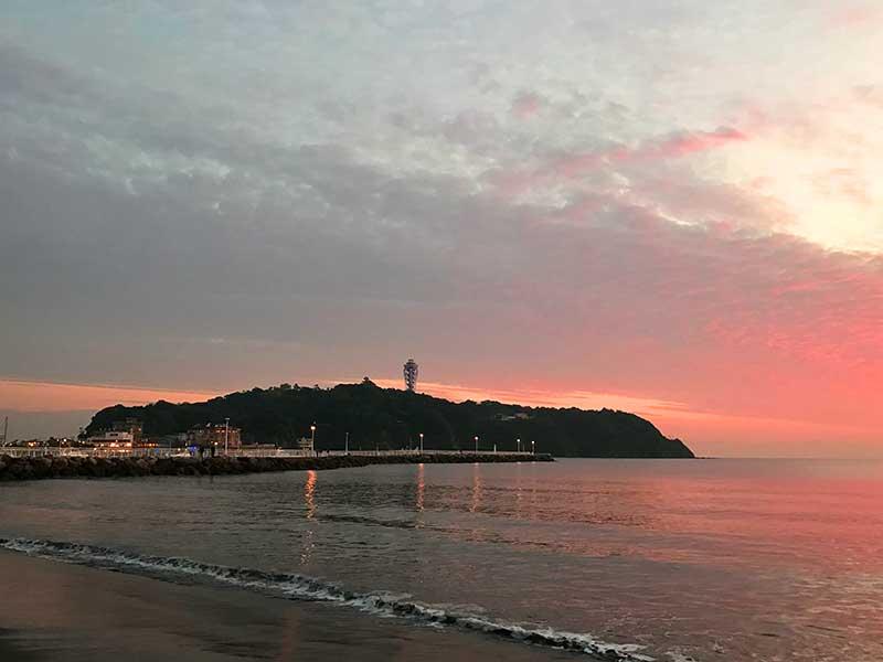 赤く染まる江ノ島