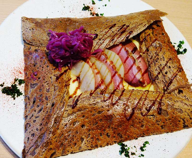 フランス産鴨肉と洋梨のガレット
