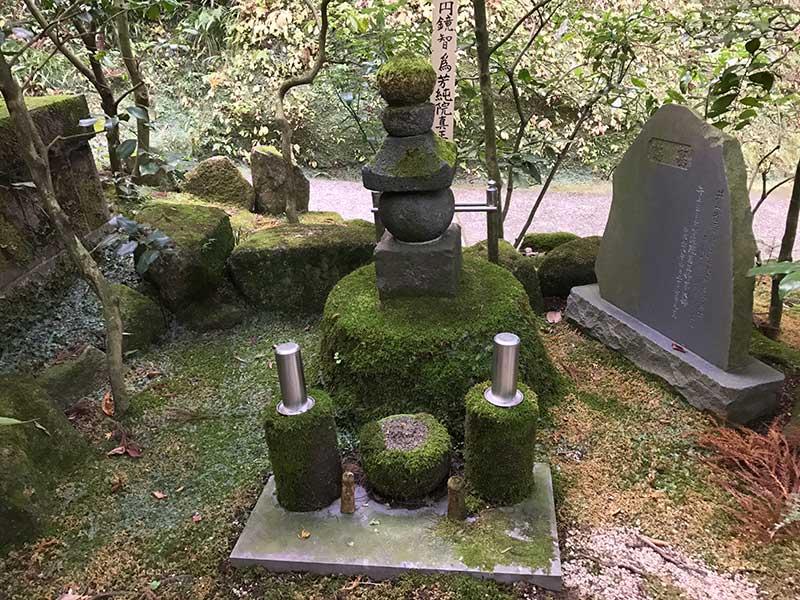 色々なお墓が並んでいます