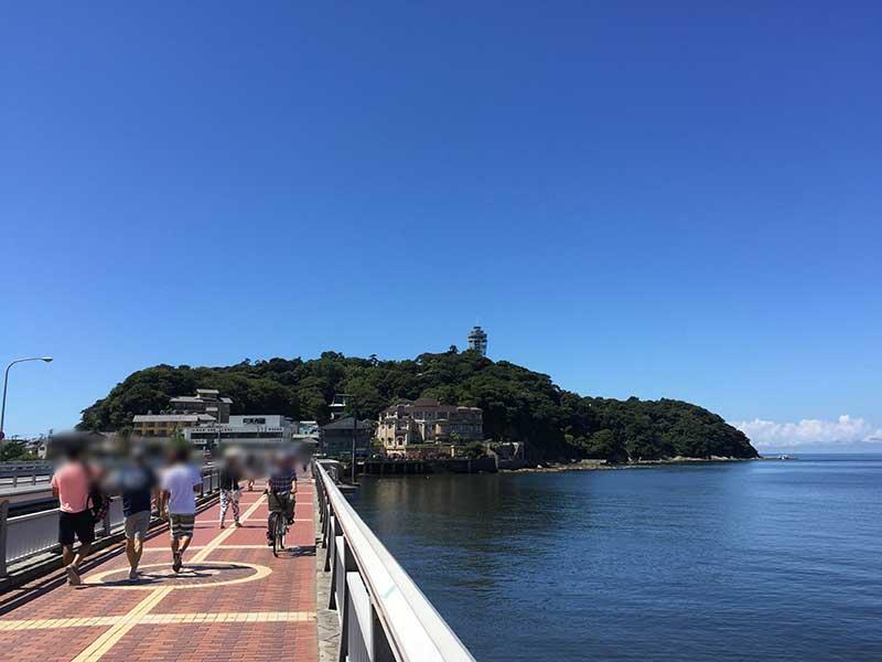江ノ島駅までの一本道
