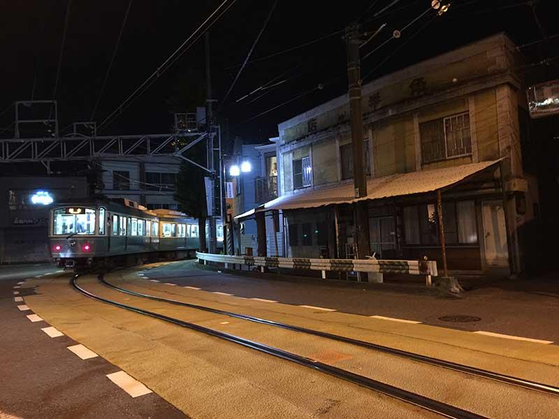 夜はさらに静かな商店街