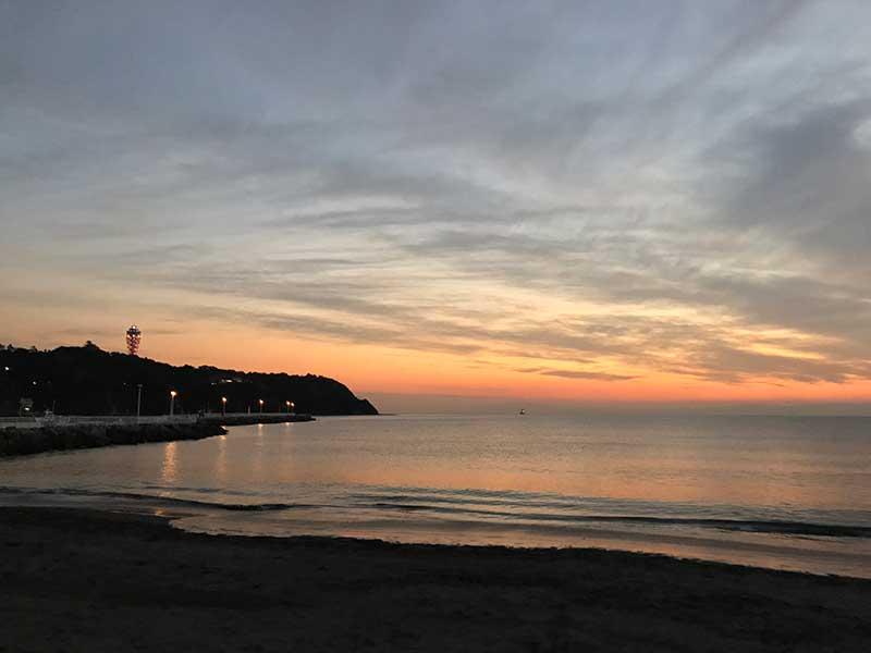 片瀬海岸西浜は人気の夕日鑑賞スポット