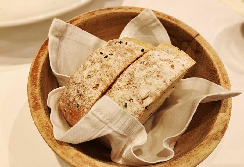ゴマの風味が香るハードパン