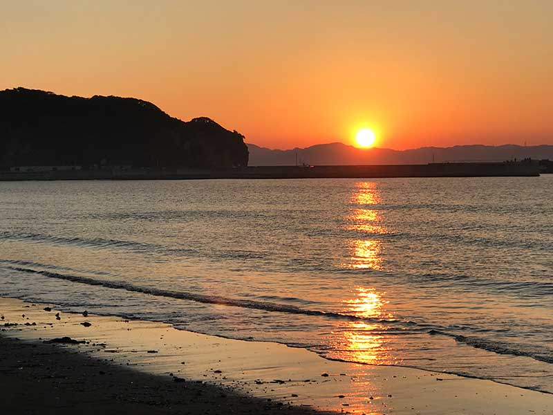 鎌倉の海岸は人も少なく比較的静かな浜が多い