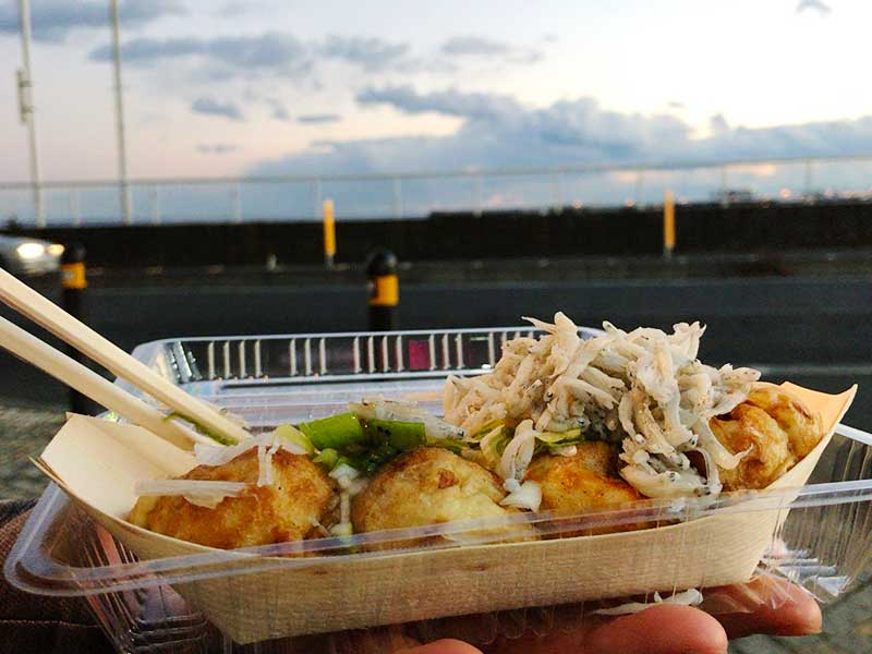【江ノ島食べ歩きグルメ】「こぼれしらすたこ焼き」のihoiho(イホイホ)がNEWオープン!