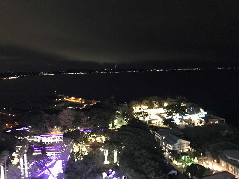 島内のいたるところがライトアップ